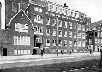 1984-2467 Gezicht op de Rotterdamse Huishoudschool aan de Graaf Florisstraat nummer 45.