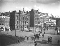 1984-2569 Gezicht op de Coolsingel en Coolvest met links het Erasmiaans Gymnasium en rechts winkelgalerij de Passage.
