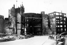 1984-2742 Gezicht op de door het Duitse bombardement van 14 mei 1940 getroffen Hoofdsteeg en Mosseltrap. Uit het ...