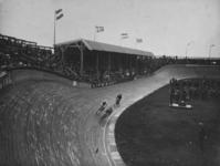 1984-380 De opening van de wielerbaan aan de Kralingseweg.