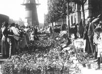 1984-390-TM-393 Bloemenmarkt aan de Coolsingel tijdens Pinksterdrie.Van boven naar beneden afgebeeld:- 390: Op de ...