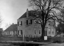 1985-1281 Pand nummer 212 aan de 's-Gravenweg, hoek Laan van Nooitgedacht.