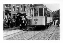 1985-1339-EN-1340 Het verkeersongeval op de Beukelsdijk nabij het Burgemeester Meineszplein.