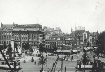 1985-1661 De Coolsingel met links het Calandmonument en winkelgalerij de Passage, rechts de Boijmansstraat.
