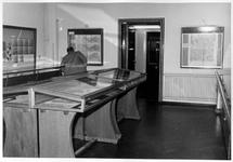 1985-1946-TM-1949 Interieurs van het Gemeentearchief aan de Mathenesserlaan nummer 315. Tentoonstellingszaal met de ...