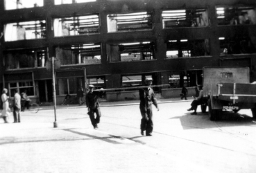 1985-558 Restanten van panden aan de Weteringstraat, als gevolg van het Duitse bombardement van 14 mei 1940.