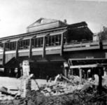 1985-563 Gezicht op de door het Duitse bombardement van 14 mei 1940 getroffen omgeving van het station Beurs. Uit het ...