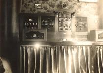 1985-590 Gezicht op de radiocentrale Overschie ten huize van oprichter J. van Dijk aan de Overschiese Dorpsstraat op nr. 80.
