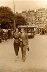 1985-595 Gezicht op het Oostplein aan de oostzijde. Llinksgaand de Gedempte Slaak, gezien vanaf de Hoogstraat. Met ...