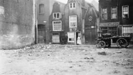 1985-600 Gezicht op het Rodezand. Met deels een kale plek in plaats van de afgebroken huizen, in verband met het te ...