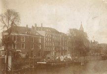 1985-601 Gezicht in de Scheepmakershaven op de hoek van de Leuvehaven.