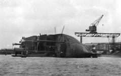 1985-95-TM-97 Van boven naar beneden gezien:95: Het gekantelde schip Zuiderdam in de Vijfsluizerhaven te Schiedam.96: ...
