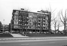 1986-1074,-1075 Het Groenendaal.Van boven naar beneden afgebeeld:- 1074: Flatgebouw met daarin gevestigd orgel- en ...