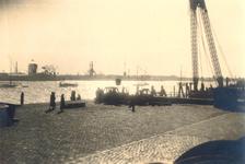 1986-1282 Gezicht op de Westerkade bij de aanlegsteiger nabij de Parkkade, werkzaamheden aan de steiger, uit ...