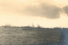 1986-1283 Gezicht op de Nieuwe Maas, met de zuidelijke oever, gezien in de richting van de Waalhaven.