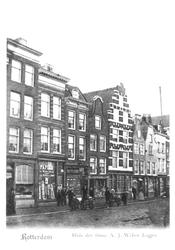 1986-1572 De Gedempte Botersloot met op nr. 141 het pand van A.J. Weber Logjes Papier.