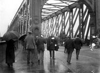 1986-2450 De Willemsbrug aan de zijde van de Boompjes.