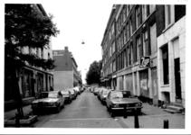 1986-404 Gezicht op de Drievriendenstraat, gezien vanaf de West-Kruiskade.