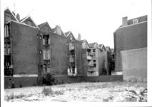 1986-406 Gezicht op de Drievriendenstraat met de achterzijde van de huizen aan de Coolsestraat.