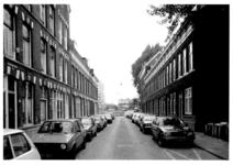 1986-408 Gezicht op de Drievriendenstraat met rechts de Drievrendendwarsstraat. Op achtergrond de Diergaardesingel.