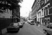 1986-425,-428,-429 Gezichten op de Bloemstraat:-425: gezien vanaf het Tiendplein, op de achtergrond het Weena;-428: ...