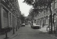 1986-430 Gezicht op de Akeleistraat, vanaf de Bloemstraat, westwaarts.