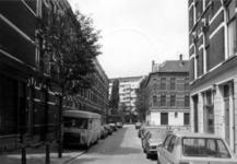 1986-431-TM-433 Gezichten op de Bloemstraat.Afgebeeld van boven naar beneden:-431: tussen de Akeleistraat en de ...