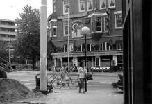 1986-457 Gezicht op de West-Kruiskade gezien vanaf de Diergaardesingel. Op de achtergrond links de Westersingel