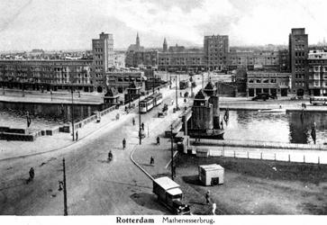 1986-87 Overzicht, Mathenesserbrug over de Delfshavense Schie. Op de achtergrond het Mathenesserplein.