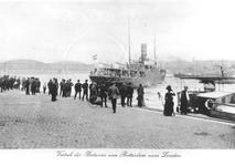 1986-93 Het vertrek van het schip Batavier van de Batavierlijn van Rotterdam naar Londen, vanaf de Boompjes. De ...