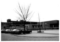 1986-984 Gezicht op de Duivenvoordestraat met het recreatiecentrum Oostervant. Middelland noord.