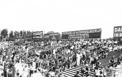 1987-1979 Gezicht op een gymnastiekdemonstratie op het Spartaterrein. In het Spartastadion.
