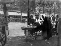 1987-265 Marktdag op de Goudsesingel.