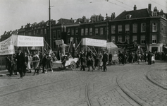 1987-2708 Een demonstratie tegen drankmisbruik in de Crooswijksekade, hoek Jonker Fransstraat.