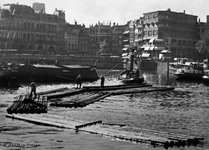 1987-277 Houtvlotten in de Oudehaven; op de achtergrond het gebouw Plan C en Mosseltrap.