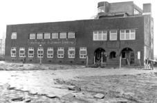 1987-325 Gezicht op de door het Duitse bombardement van 14 mei 1940 getroffen gebouw voor inrichting voor ...
