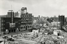 1987-326 Gezicht op de door het Duitse bombardement van 14 mei 1940 getroffen omgeving van de Ammanstraat en de ...