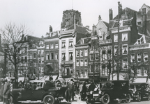 1987-589 De Grotemarkt.Op de achtergrond de toren van de Sint-Laurenskerk.