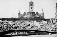 1987-705 Gezicht op de door het Duitse bombardement van 14 mei 1940 getroffen Botersloot en omgeving met op de ...