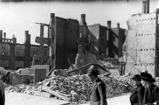 1987-744 Gezicht in de door het Duitse bombardement van 14 mei 1940 getroffen Schoutenstraat met restanten van ...