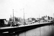 1987-890 Restanten van gebouwen aan de Rechter Rottekade en het Strooveer , na het Duitse bombardement van 14 mei 1940. ...