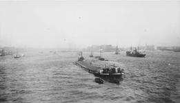 1987-977 Gezicht op de Nieuwe Maas, in het midden het Prinsenhoofd en Maaskade op het Noordereiland, rechts Rotterdam-Zuid.