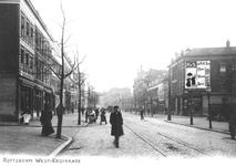 1989-132 Gezicht in de West-Kruiskade uit de westelijke richting. Links de reclameplaat van RVS (Rotterdamse ...