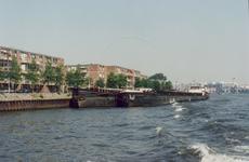 1989-2828 Gezicht vanaf de Nieuwe Maas op de Feijenoordkade.Op de achtergrond de Maasboulevard.