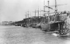 1990-1282 De Boompjes aan de Nieuwe Maas, gezien vanaf de Willemsbrug.
