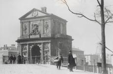 1990-1289 De Delftse Poort.Op de achtergrond o.a. korenmolen de Haas.