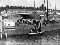 1990-1446 Vrachtschip de Amstel uit Rotterdam in de Parkhaven.