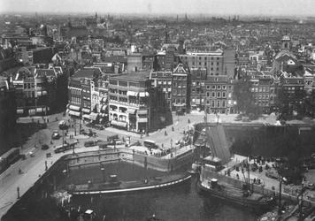1990-177 Gezicht op de Mosseltrap, Oudehavenkade en omgeving, gezien vanaf het Witte Huis, vanuit zuidwestelijke ...