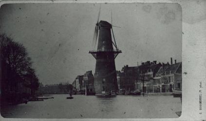 1991-1345 Gezicht op de Coolsingel met korenmolen De Hoop, voor de demping.