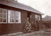 1991-1829 Op de voorgrond het oude kantoor van het spoorwegemplacement Rotterdam-Rechter Maas Oever aan de Vierhavensstraat.